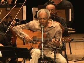 Show de Gilberto Gil é interrompido por problemas na garganta do cantor - O cantor Gilberto Gil voltou ao Brasil depois de uma turnê pela Europa. Ela vai apresentar o espetáculo Concerto Cordas e Máquinas de Ritmo. mas o show acabou sendo interrompido por causa de problemas na garganta do músico.