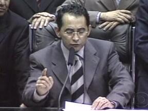 Petista João Paulo Cunha é condenado no julgamento do Mensalão - Falta apenas um voto para concluir a primeira parte da votação do julgamento do Mensalão. O deputado João Paulo Cunha, que já foi presidente da Câmara, foi o primeiro político punido no julgamento. Ele foi condenado por corrupção e peculato.