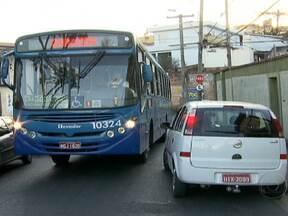 Aumenta o número de mototistas de ônibus estressados nas cidades brasileiras - Em Belo Horizonte, 1350 motoristas e cobradores sindicalizados, quase 10% do total, estão de licença médica por problemas emocionais e de saúde, segundo o Sindicato dos Trabalhadores. Dos afastados, mais da metade é por estresse.