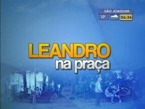 Meteorologista Leandro Puchalski responde a perguntas em Joinville - Confira o quadro 'Leandro na Praça'.