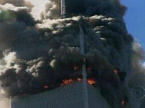 Onze de setembro é lembrado com homenagens no Memorial do World Trade Center - As homenagens começam pela manhã e vão até o meio dia e meia. Pessoas que viviam e trabalhavam próximo os escombros, além de bombeiros e policiais, vão receber ajuda do governo para evitar riscos de doenças, causadas pela exposição às explosões.