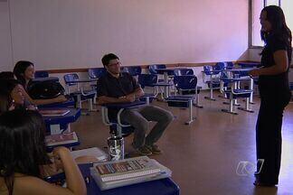 Após fim da greve, professores retomam as aulas na Universidade Federal de Goiás - Depois de dois meses de paralisação, os docentes retomaram as aulas nesta terça-feira (11). Calendário da instituição será alterado por causa da manifestação.