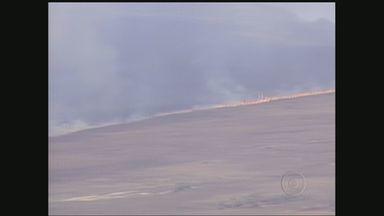 Incêndio na Serra da Canastra já dura dois dias - Incêndio na Serra da Canastra já dura dois dias