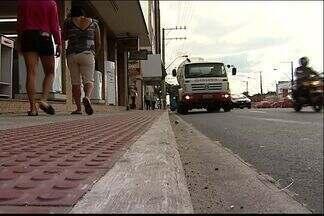 Avenida Fernando Ferrarri terá ciclovia depois da Ufes, diz DER - Obras ficam prontas em outubro, segundo a Prefeitura de Vitória. Parte entre universidade e Avenida Simão Nader terá 3 faixas por sentido.