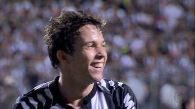 Mano Menezes convoca três do Atlético-MG - Réver, Marcos Rocha e Bernard estão entre os convocados de Mano Menezes para os dois jogos contra a Argentina.