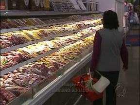 Seca nos Estados Unidos provoca alta no preço da carne - Quebra na safra do maior produtor de grãos do mundo elevou o preço da soja e do milho, o que provocou aumento no preço das carnes.