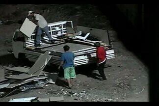 Veja flagrantes de pessoas que jogam entulhos nas ruas de Vitória, ES - Multa para quem pratica este tipo de ação varia de R$ 400 a R$ 800.