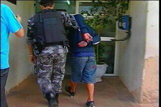 Jovens são presos suspeitos de assaltar um mercado - Eles teriam roubado um estabelecimento no bairro São Cristóvão em Passo Fundo