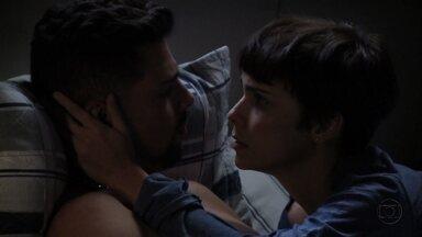Nina promete a Jorginho que vai se afastar de Tufão - O rapaz fica incomodado ao saber que a namorada vai se encontrar com seu pai. Nina explica que o advogado de Tufão vai tirar Begônia da cadeia