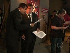 Jorginho e Pedrão cantores do 'The Voice'? Confira os bastidores dessa brincadeira - Em os Caras de Paus, os seguranças cantaram para Boninho e tentaram entrar no The Voice Brasil