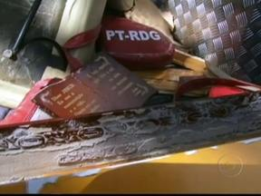 Equipe localiza destroços de bimotor que desapareceu na Bahia - O corpo do piloto Joás Cardoso Ribeiro foi encontrado em uma praia de Ilhéus, de onde o avião decolou rumo a Brasília. O passageiro José Ramos ainda está desaparecido.
