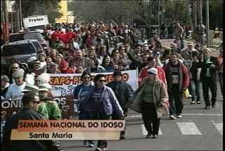 Começa a semana do idoso em Santa Maria - Cerca de 200 pessoas participaram da caminhada de abertura