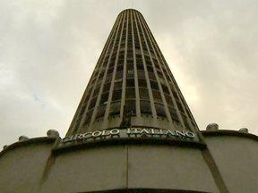 Edifício Itália é um dos símbolos do desenvolvimento de São Paulo - O prédio, que originalmente se chama Edifício Circolo Italiano, ficou pronto em 1965, tem 42 andares e 168 metros de altura. O edifício, que é um dos mais altos da cidade, guarda muitas e histórias e atualmente é um famoso cartão postal da capital.