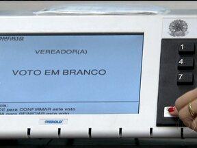 Votar em branco ou nulo nas eleições municipais não tem nenhuma validade - Nas últimas eleições municipais, em 2008, 10% dos eleitores brasileiros, de acordo com o TSE, votaram em branco ou nulo. Esse tipo de voto, que normalmente é uma forma de protesto, no fim das contas, não interfere no resultado da eleição.