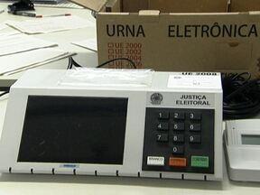 Veja os últimos preparativos para as eleições de domingo (7) em São Paulo - Cerca de 31 milhões de eleitores vão escolher o novo prefeito e os representantes da Câmara de Vereadores em todo o estado. A população parece bem informada e consciente. No TRE, os locais de votação já estão sendo preparados.