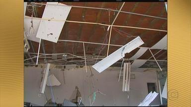Moradores de Santa Terezinha contam susto que tomaram com assaltos a bancos - Assaltantes explodiram caixas eletrônicos de dois bancos na cidade do Sertão pernambucano.