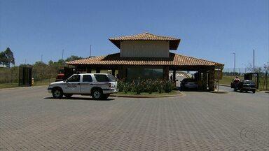 Homens invadem casa de condomínio de luxo em Nova Lima, na Grande BH - Uma mulher foi feita refém pelos suspeitos.