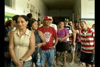 Urnas eletrônicas apresentaram problemas na hora da votação - Algumas urnas precisaram ser trocadas. Eleitores precisaram esperar para votar.