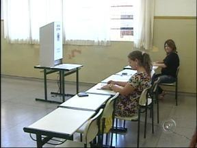 Discussão entre grupos políticos é registrada durante votação em Buri, SP - A votação foi tranquila em quase todas as cidades da região de Itapetininga (SP). Em Buri (SP), um incidente foi registrado. Dois grupos políticos se enfrentaram em praça onde está localizada a maior seção eleitoral da cidade.