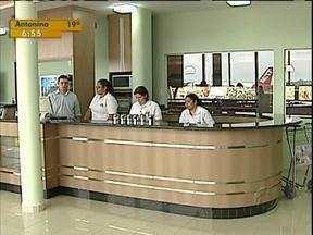 Aeroporto de Londrina tem lanchonte popular - A partir de hoje, começa a funcionar no Aeroporto de Londrina uma lanchonete popular, que traz produtos com preços mais acessíveis