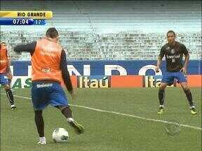 Desfalcado, Grêmio joga contra o Sport na Ilha do Retiro - Reservas serão usados por Luxa.