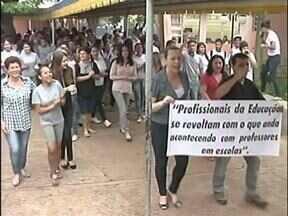 Aula termina na delegacia por causa de briga entre professora e mãe de aluna - Foi em Goioerê, no noroeste do estado. Hoje professores e estudantes protestaram contra violência