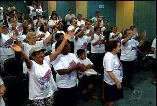 Servidores realizam campanha de prevenção de queda de idosos - Campanha visa reduzir número de acidentes com pessoas idosas.