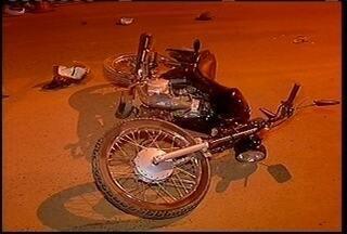 Adolescente morre em acidente de moto em Montes Claros - Na noite desta terça-feira (9), um menor morreu e um jovem ficou ferido em um acidente entre uma moto, caçamba e um ônibus.