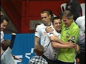Canoas é campeão gaúcho de vôlei - Equipe venceu o Novo Hamburgo por 3 sets a 0.