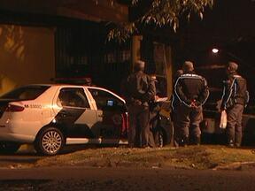 Mortes em Taboão da Serra são investigadas pela polícia - Os investigadores já sabem que em todas as sete mortes, os assassinos usavam capacetes e gorros. Em alguns locais dos crimes, foram encontradas cápsulas de bala do mesmo calibre usado pela polícia.