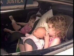 Polícia Rodoviária Federal vai fiscalizar uso de cadeirinhas durante feriado - Crianças de até sete anos e meio devem usar cadeirinhas ou assentos