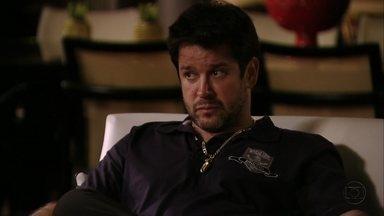 Tufão tem dúvidas sobre quem matou Max - Jorginho decide passar a noite no Divino