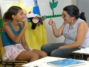 Professores oferecem um dos melhores ensinos públicos do país às crianças do Piauí - Na área rural de Teresina, a escola pública Laurindo de Castro já esteve entre as dez melhores do país. Mesmo sem muitos recursos, os professores oferecem ensino de qualidade às crianças da região.