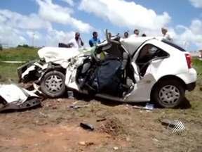 Número de acidentes nas estradas baianas foi alto durante o feriadão - No fim de semana, cinco pessoas morreram, vítimas de acidentes em rodovias na Região Metropolitana de Salvador.