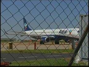 Cancelamentos de voos causam transtorno para passageiros no noroeste paulista - Por causa de um acidente de um avião de carga no aeroporto Viracopos, em Campinas (SP), que está fechado desde sábado (13), todos os voos da companhia Azul foram cancelados. Muitos passageiros de Rio Preto foram prejudicados.