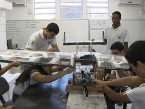 Estudantes de engenharia mecânica da UFBA participam de competição nacional - O objetivo é criar um avião leve, que consiga transportar o maior peso possível.