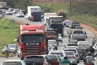 Obra na Avenida Perimetral, em Goiânia, não é concluída e causa congestionamento - As obras na Avenida Perimetral Norte, na saída para Nerópolis não foram concluídas nesse fim de semana e o congestionamento na manhã desta segunda-feira na região foi inevitável.
