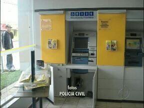 Caixa eletrônico é arrombado em Rebouças, cidade próxima a Guarapuava - Os bandidos usaram um maçarico para abrir o caixa, que fica dentro da agência do Banco do Brasil.