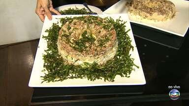 Chef ensina receita de feijão tropeiro com bacalhau - Carne de sol também pode ser usada