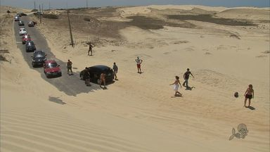 Moradores de Paracuru reclamam da duna que toma as estradas - Motoristas têm que desviar caminho pelas areias.