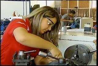 Coluna emprego mostra a dificuldade em encontrar técnicos - Além disso falta qualificação por parte destes profissionais.