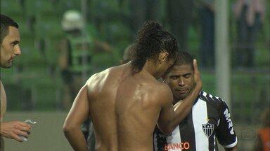 Atlético-MG vence, de virada, e mostra que está vivo na busca do título do Brasileirão - Galo começou perdendo, mas virou em cima do Sport, para alegria dos 14 mil atleticanos que foram ao Independência.