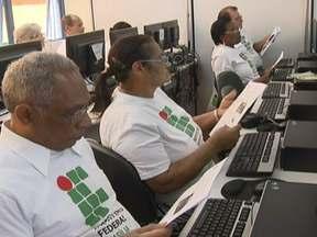 Idosos de Ceilândia aprendem informática - Mesmo após os 60 anos ainda há muita vontade de aprender. O curso, no Instituto Federal de Brasília, é gratuito. Uma nova turma será aberta no início de 2013.