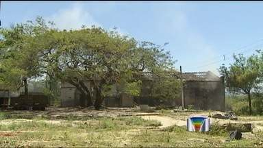 Galpão pega fogo em Caçapava (SP) - Local armazenava material plástico e chamas consumiram o local.