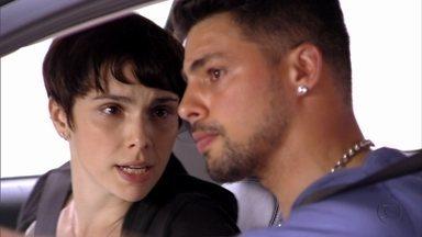 Nina e Jorginho seguem Santiago - O pai de Carminha despacha Nilo e manda a filha não sair de casa