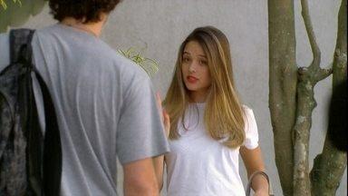 Malhação - Capítulo de terça-feira, dia 16/10/2012, na íntegra - Fatinha pede para morar com Dinho