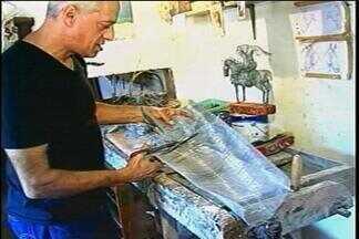 Escultor de Carazinho transforma arame em obras de arte - A técnica foi aprendida ainda na infância