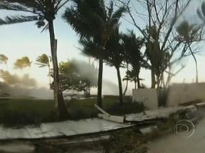 Furacão Sandy deixa rastro de destruição no Caribe - Ao atingir as Bahamas nesta sexta (26), a tormenta perdeu a intensidade e se tornou um furacão categoria um, com ventos de até 150 quilômetros por hora. A tempestade se desloca em direção à costa leste dos EUA. Aproximadamente 40 pessoas morreram.