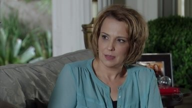 Rachel deixa Amanda desconfiada em relação a Yolanda - Na praia, Érica sofre pelo castigo que recebeu depois do incidente com Théo. Aída pede para aprender a surfar. Amanda pergunta para Carlos se Yolanda anda se insinuando para ele