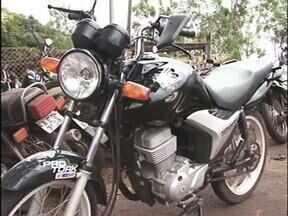 Motociclista de 17 anos morre na BR 376 - O jovem pilotava a moto que bateu de frente em um bitrem